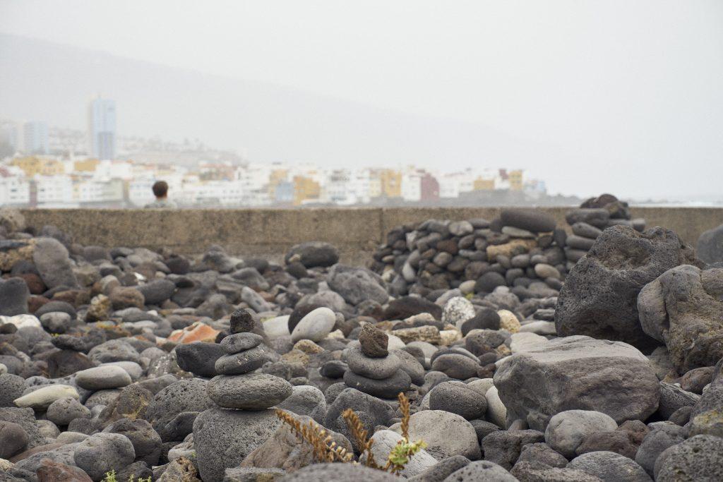 montones de piedras turismo de masas